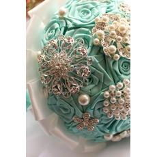 Διαμάντι μαργαριτάρι χέρι σε χέρι του κορδέλα λουλούδια αυξήθηκε κορδέλα μπουκέτο νύφη με λουλούδι