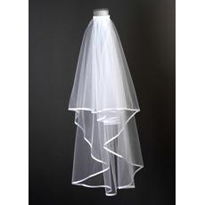 Λευκό σατέν δίπλα στο γάμο πέδιλο σύντομο σύντομο πέπλο