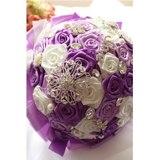 Η κορδέλα νύφη αυξήθηκε μαργαριτάρι χρώμα κορδέλα κορδέλα κρατώντας λουλούδια
