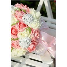Προσομοίωση 30 νήματα συσκευή με τα τριαντάφυλλα μπουκέτο νύφη σε όλο το αστέρι του ουρανού