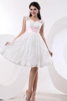 Προσαρμοσμένες μανίκια Δαντέλα Πριγκίπισσα Μπάλα φορέματα