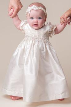 Χαμηλού κόστους Φόρεμα Βάπτισης Τραίνο σκουπισμάτων ηλεκτρονικό ... f3d5556ff3b